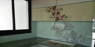 משפרים את הבית והמטבח עם חיפוי זכוכית